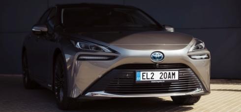 Toyota ohlásila ceny vodíkového modelu Mirai. K čemu to bude?